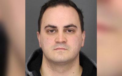 Скандалы и криминал: Полицейский из пригорода Нью-Йорка обвиняется в преследовании женщины