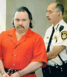Извращенец 43-летний Патрик Хоран.