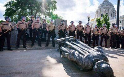 Скандалы и криминал: Подполковник Аллен Уэст заявил в субботу, что американцы, вырезают моменты из истории США