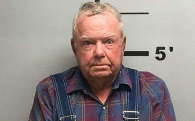 Скандалы и криминал: Пожилой мужчина был арестован за то, что бросил в общей сложности 16 мертвых животных на могилу
