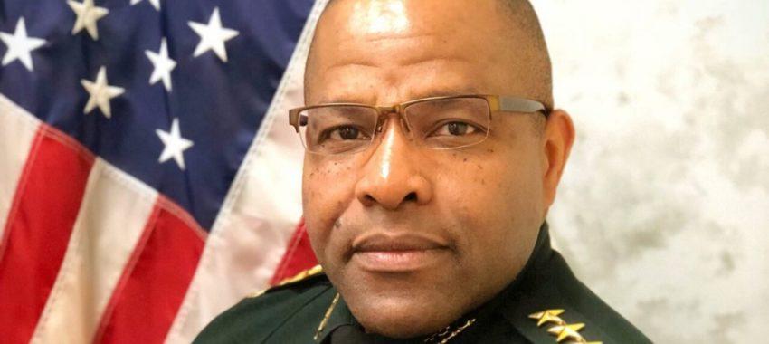 Скандалы и криминал: Шериф был отстранен от должности, то есть на следующий день после его ареста