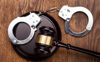 Скандалы и криминал: Агенты Федерального бюро расследований арестовали Фрэнсиса Хьюза — священника католической церкви