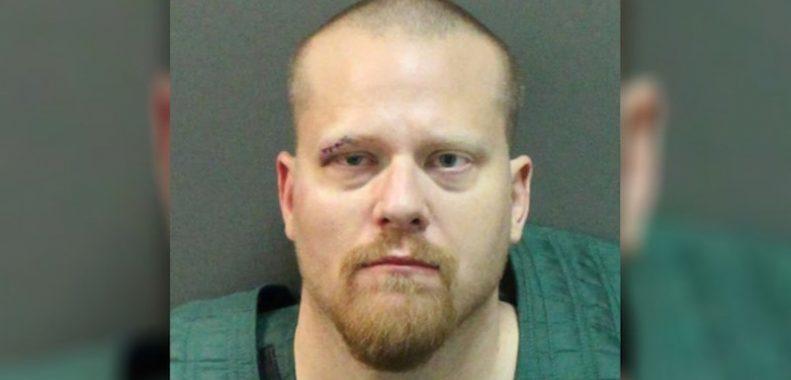 Скандалы и криминал: Бывший заместитель шерифа округа Ориндж обвиняется в том, что отдал пистолет ребенку