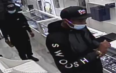 Скандалы и криминал: Понадеялись на то, что хирургические маски надежно скроют их внешность