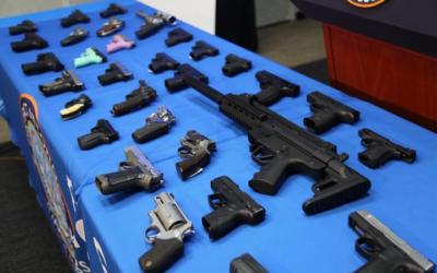 Скандалы и криминал: Торговлей огнестрельным оружием решил заниматься 49-летний сотрудник МТА Вернал Дуглас