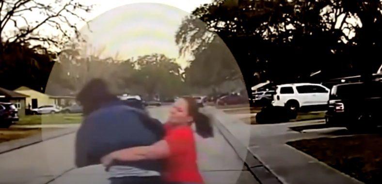 Скандалы и криминал: Видеорегистратор запечатлел момент, когда женщина повалила на землю незнакомца