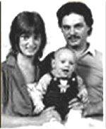 Лонни Бонд, его супруга Бренда О'Коннор и их маленький сын Лонни – младший