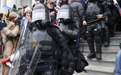 Криминальные новости: Двум жителям США предъявили обвинения в связи со смертью полицейского Брайана Сикника в Капитолии