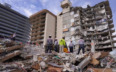 Скандалы и криминал: В Серфсайде продолжается разбор завалов на месте обрушения 12-этажного жилого дома