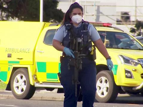 Криминальные новости: Вооруженный пистолетом и ножом мужчина ранил по меньшей мере шестерых посетителей супермаркета