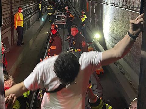 Скандалы и криминал: Сотрудникам экстренных служб Вашингтона пришлось эвакуировать пассажиров поезда